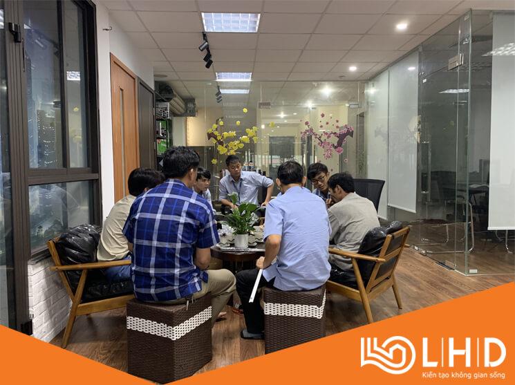 chu tich ubnd xa dong phuong thai binh tham showroom cua nhom xingfa lhdgroup (2)