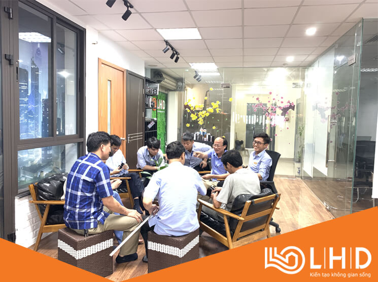 chu tich ubnd xa dong phuong thai binh tham showroom cua nhom xingfa lhdgroup (9)
